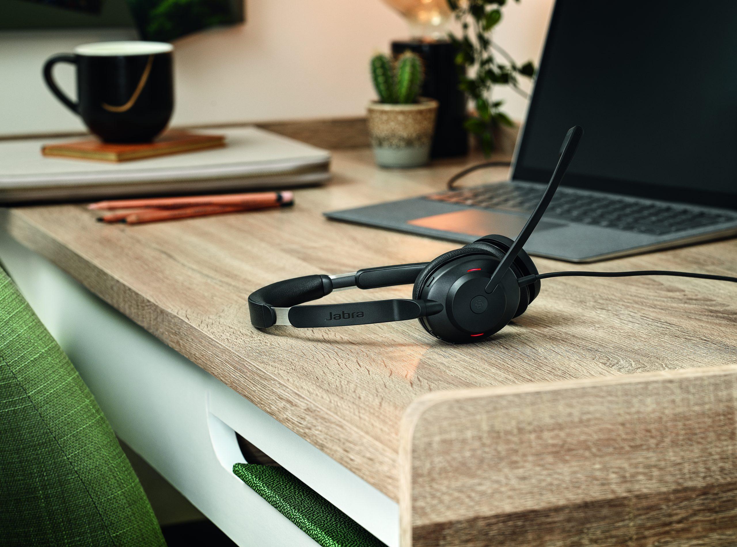 辦公開會工具 Jabra Evolve2 30 輕量 UC 頭戴式耳機