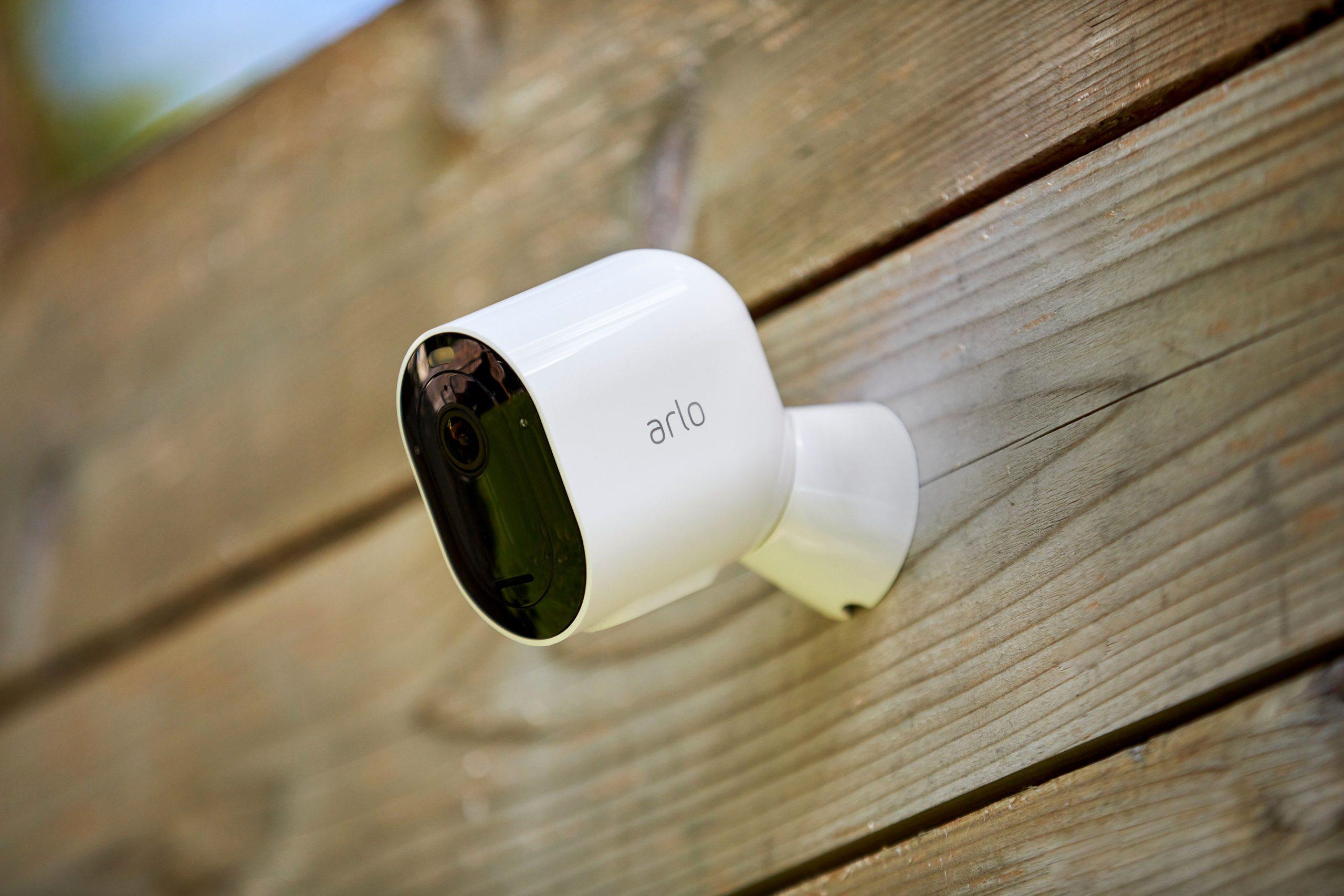 Arlo Pro 4 聚光燈攝影機推出,直連 Wi-Fi 支援 2K HDR 影像